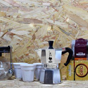 מארז מתנה - טחון ולעניין - מקינטה + קופסת אחסון + קפה טחון + 3 כוסות אספרסו
